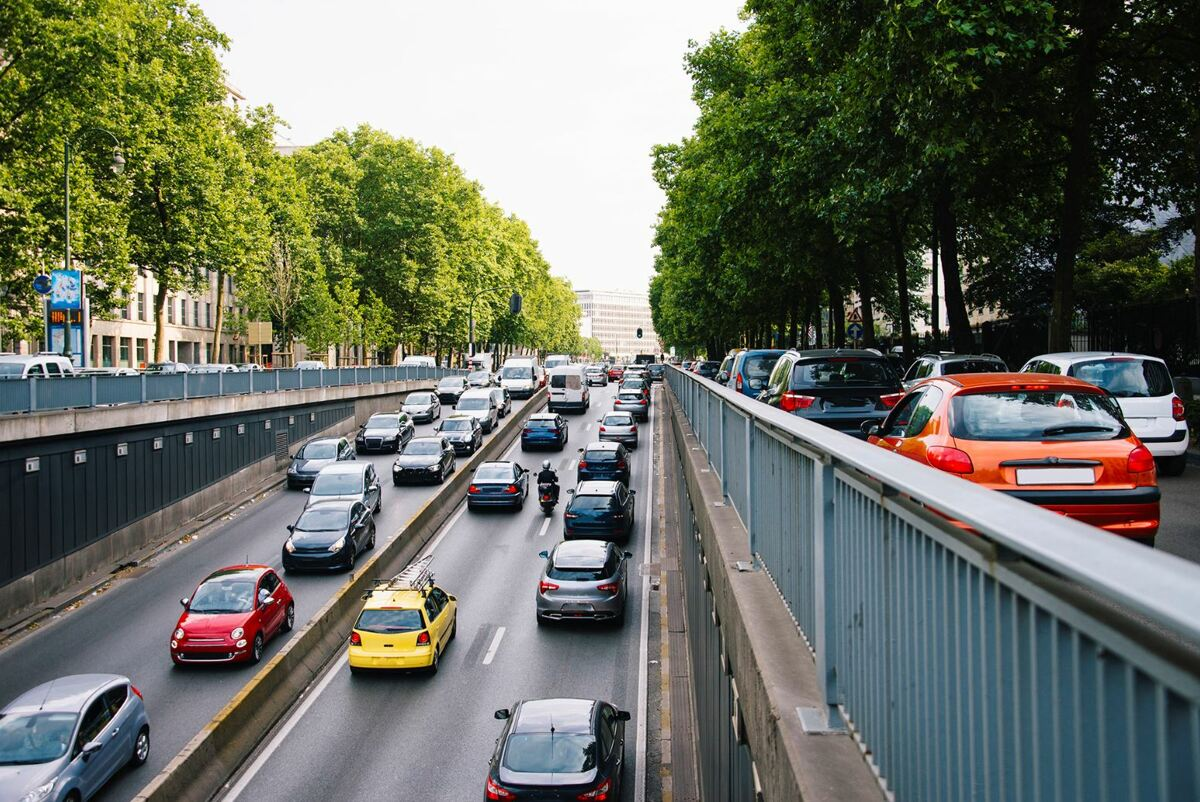 En 2020, nous avons roulé en moyenne 4000 km de moins en voiture.